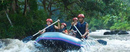 Wisata Adventure Bali Puri Rafting Sungai Ayung Adalah Salah