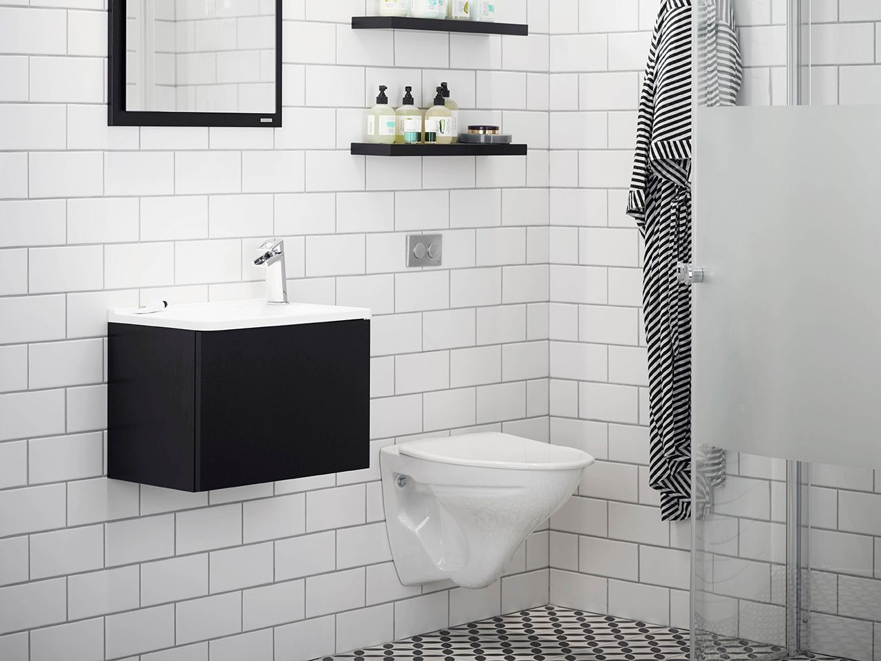 badrum,badrumsrenovering,grafiskt,tvättställ,litet badrum,badrumsskåp litet badrum Pinterest