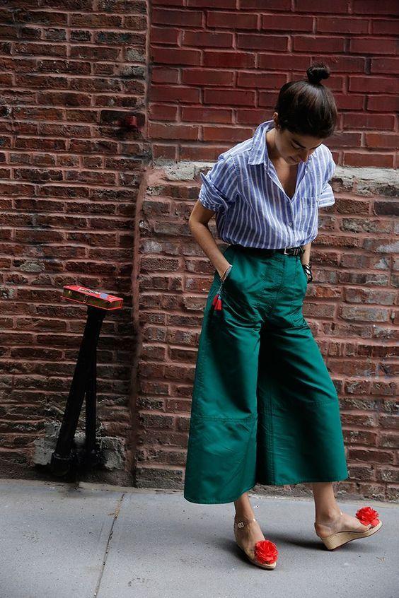Culotte pants y camisa de rayas.