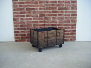 vagoneta revistero en madera de pino, para decorar estancias del hogar, oficina o negocio. http://tumuebleconsolajvg.webs.tl