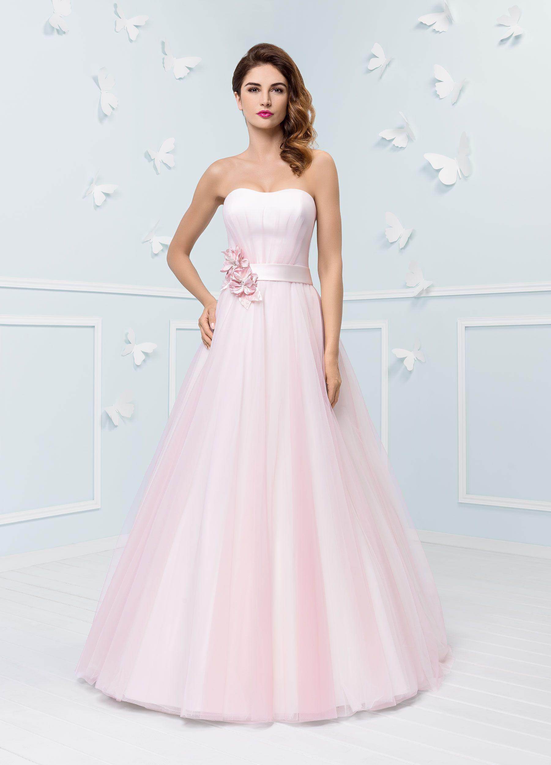 Brautkleid von Mode de Pol in zartem Rosa | Brautkleider | Pinterest