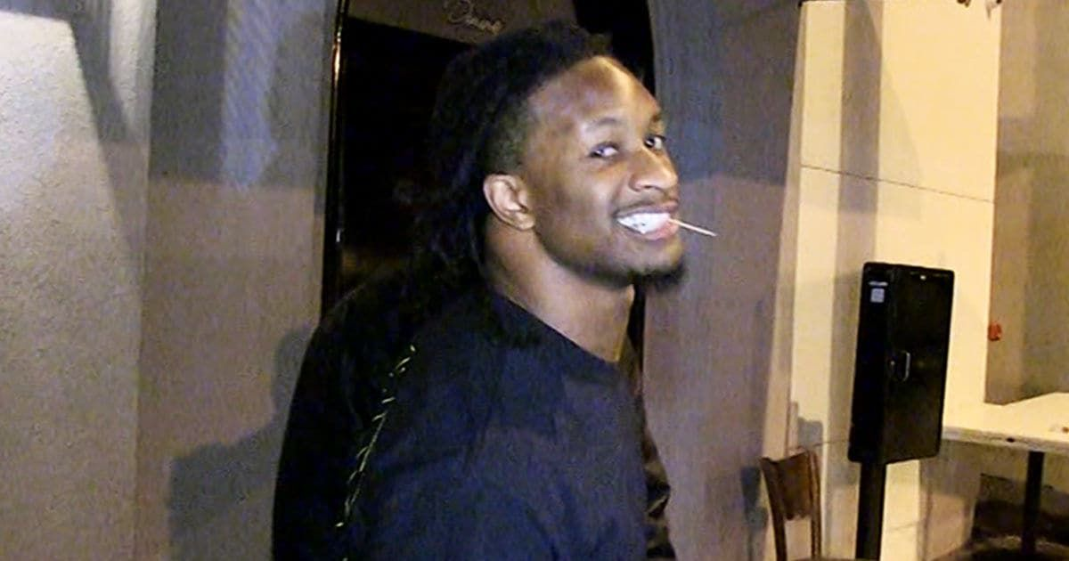 Tmz Todd Gurley Hits L A Hot Spot With A Limp Does This Look Like A Man With Two Healthy Knees That S The Vie Todd Gurley Knee Injury Hot Spot
