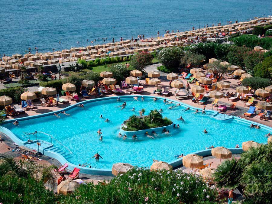 Relajarse en las piscinas termales de ischia una isla for Piscinas termales