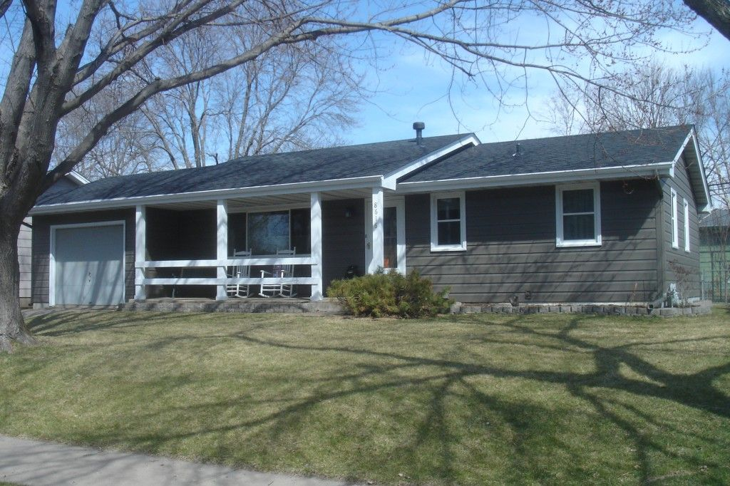 The gray asphaltroof on this ranch home provides a for Ranch homes with vinyl siding