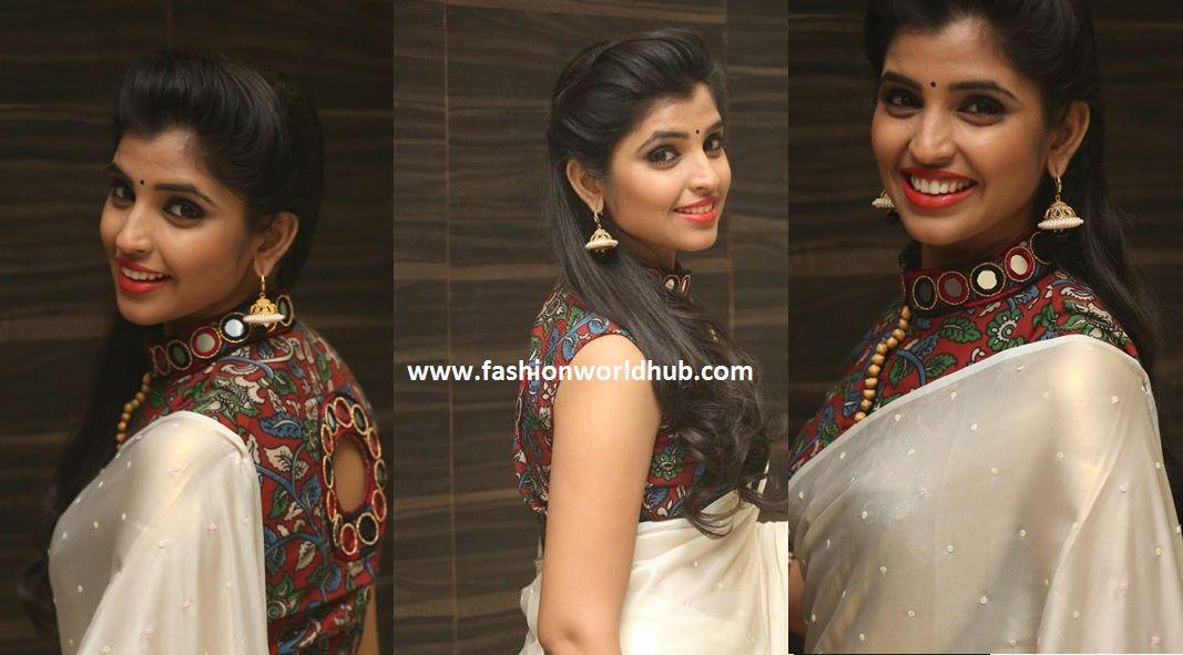 ad725bce4c6382 Anchor syamala with plain saree and kalamkari blouse