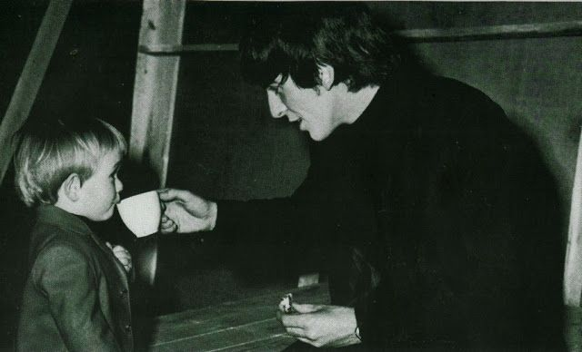 George Harrison & kid drinking tea. <3 (from Dolly Rocker Girl: Hot Dudes Doing Cute Things: The Beatles Love Tea (and British Stereotypes)