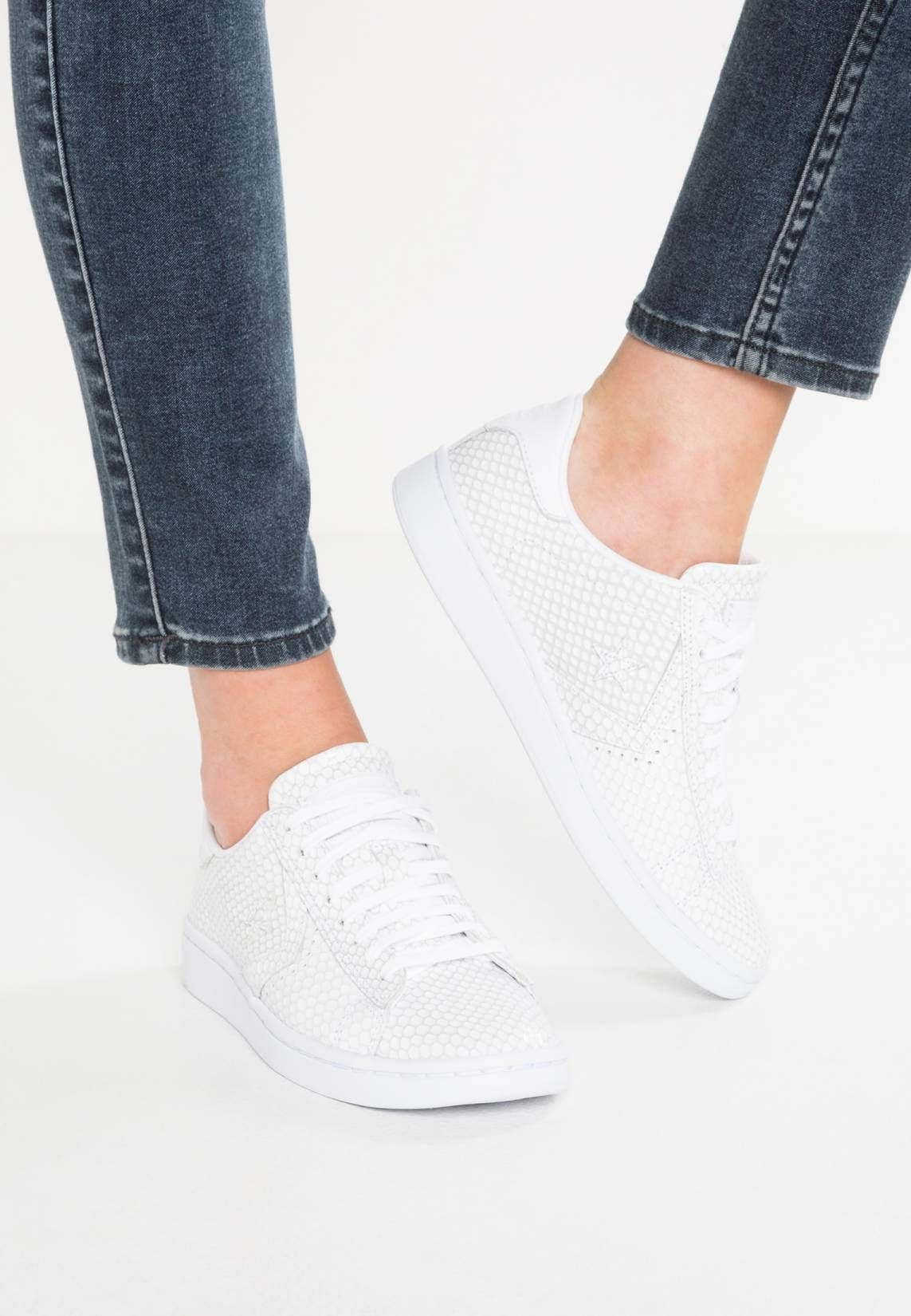 900dff33cd59 Converse. PRO LEATHER LP - Trainers - white black. Sole synthetics ...