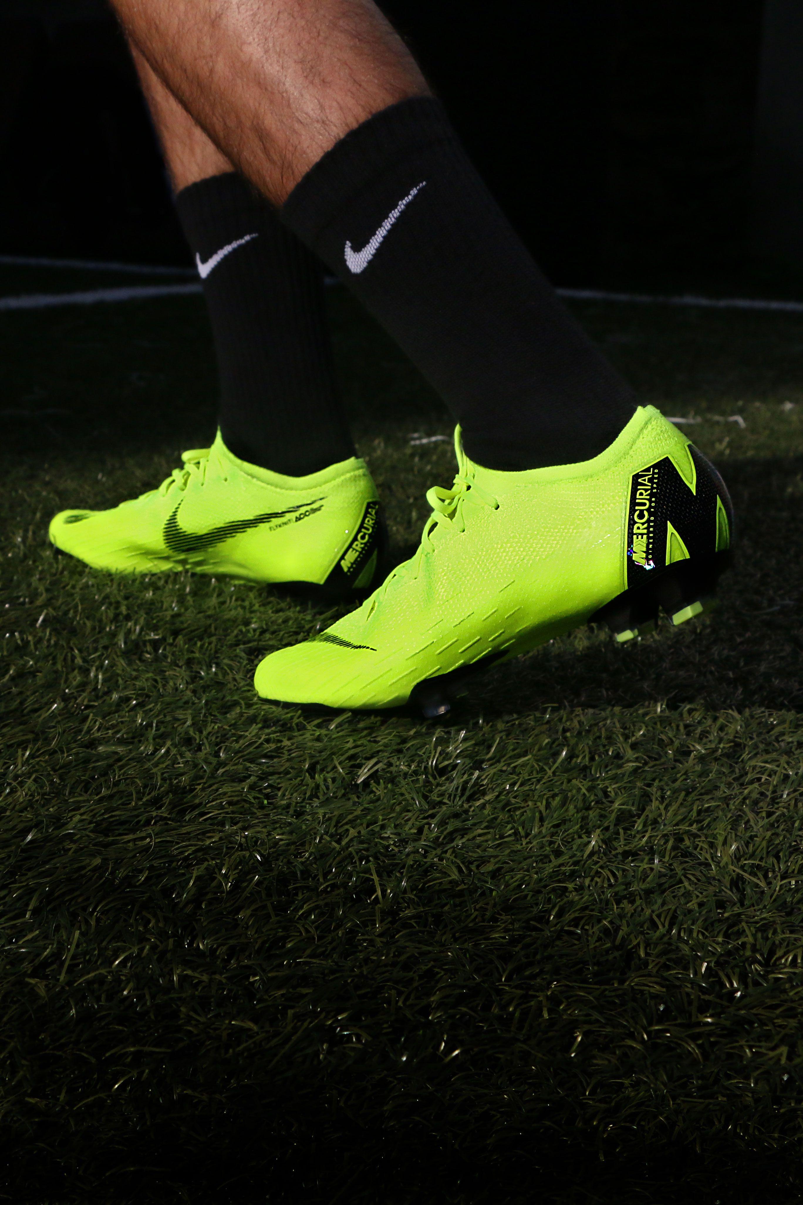145cc4773fdf6 Aquí están las nuevas botas de fútbol Nike de la colección Always Forward.   botasdefutbol  nike  alwaysfordward  mercurial  phantom  niketiempo   hypervenom