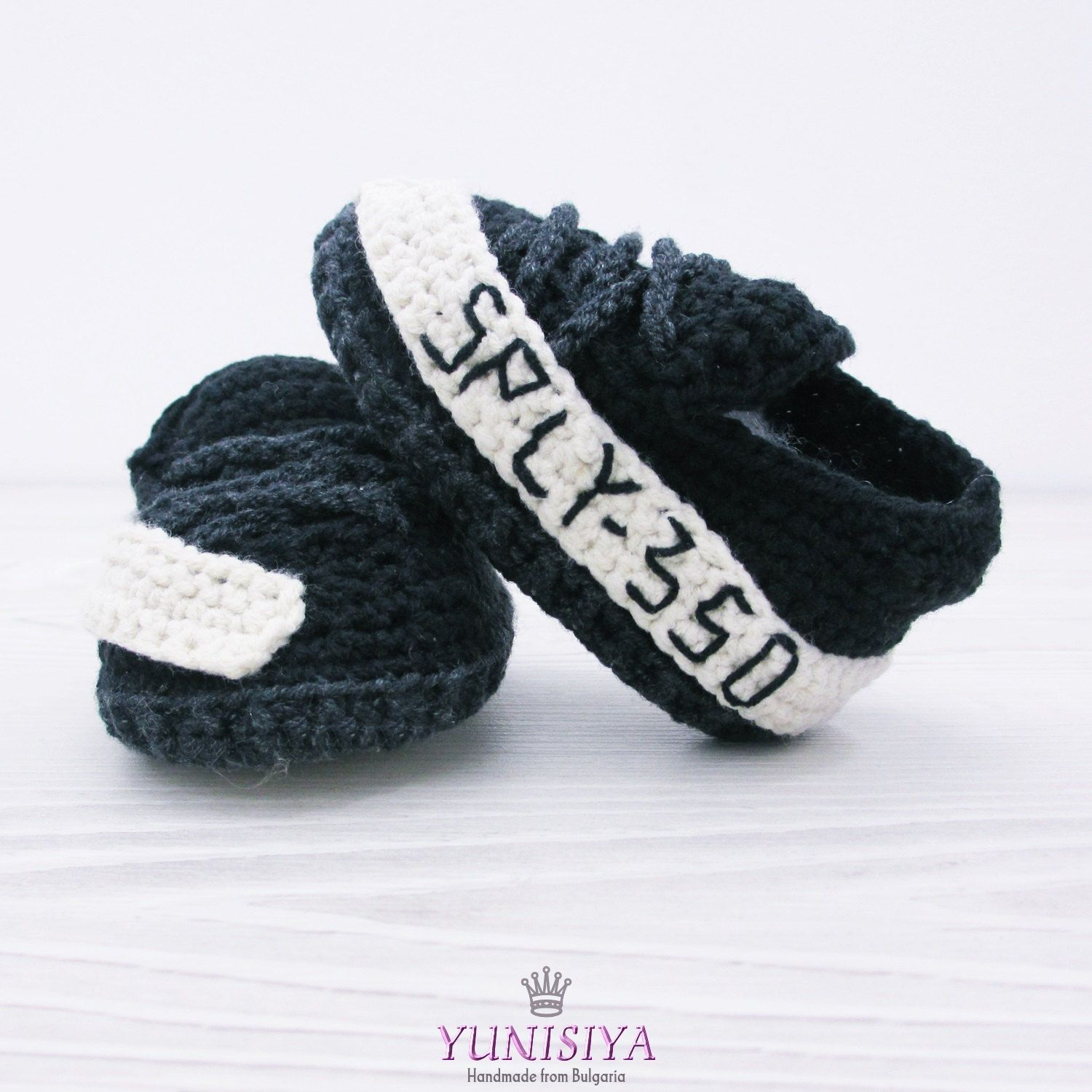 Newborn shoes Black baby shoes crochet baby booties Crochet baby