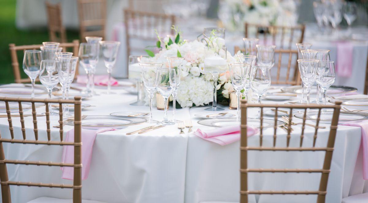 #decor #tablecloth #tabledecor #weddings #weddingdecor #weddingideas #flowers