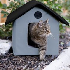 This high quality heated pet house is waterproof and will keep your cat warm and comfortable. It is thermostatically controlled, energy efficient and features two exits as well as removable heated floors.
