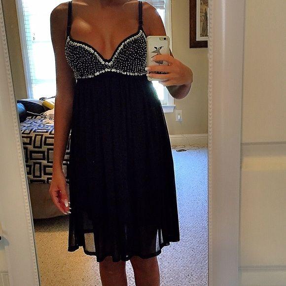 LVLX dress LVLX beautiful cocktail dress. size S, tag cutout but never been worn! Dresses Midi