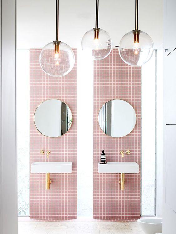 Du rose dans la salle de bain Pink tiles, Decoration and Budgeting