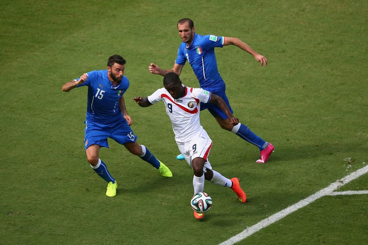 Italy v Costa Rica: Group D - 2014 FIFA World Cup Brazil - RECIFE, BRAZIL - JUNE 20: Joel Campbell of Costa Rica takes on Andrea Barzagli and Giorgio Chiellini of Italy during the 2014 FIFA World Cup Brazil Group D match between Italy and Costa Rica at Arena Pernambuco on June 20, 2014 in Recife, Brazil. (Photo by Michael Steele/Getty