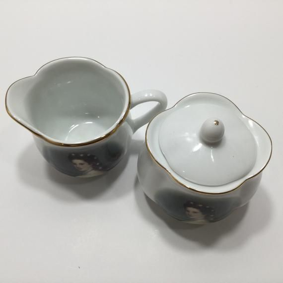 These are in very good condition, golden rim is in excellent condition.If you have any questions, please feel free to email me.Thank you, Asta