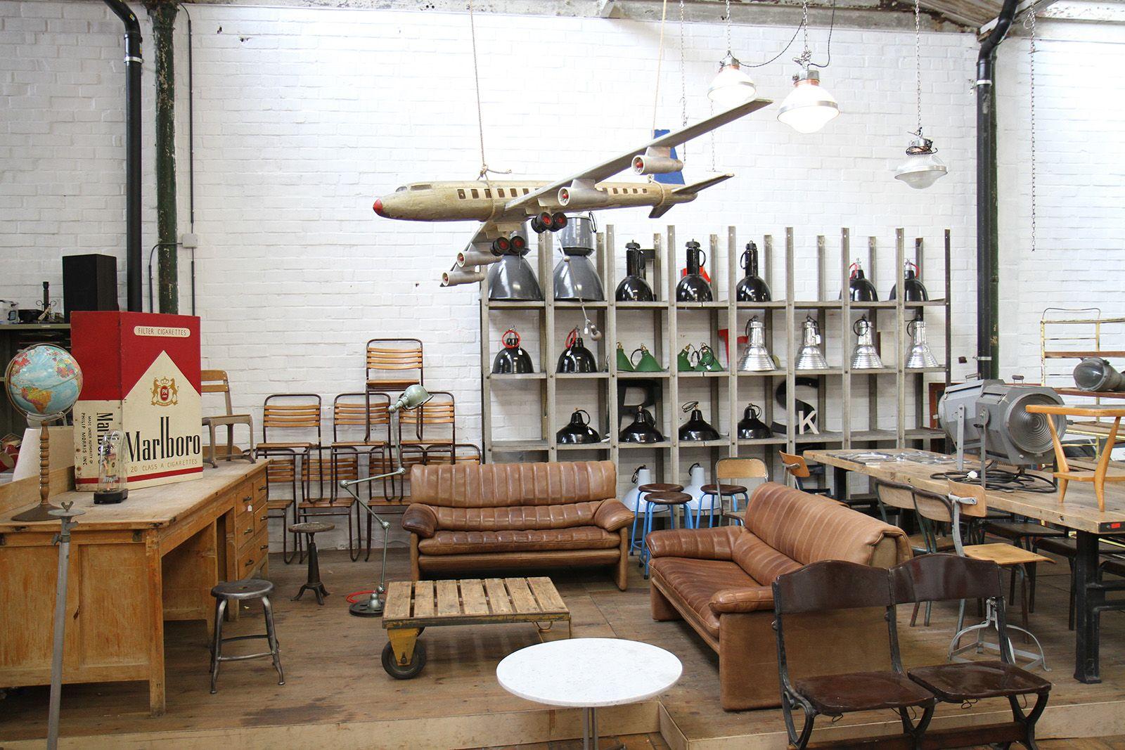 Depot 09 Le Paradis Du Design Vintage A Gand Avec Images Vintage Design Design Magasin Vintage