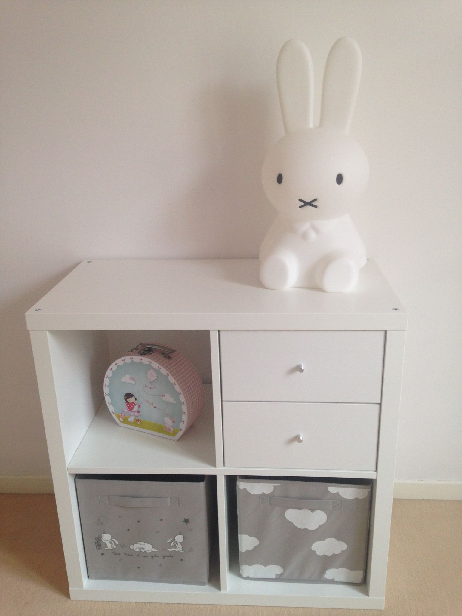 lampe miffy meuble ikea kallax bo tes de rangements kiabi chambre baby girl pinterest kids. Black Bedroom Furniture Sets. Home Design Ideas