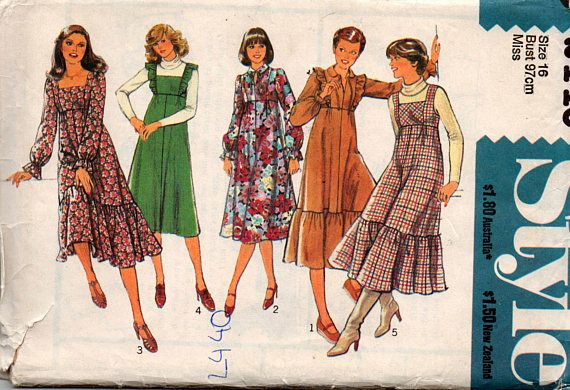 Style 2440 Womens High Waisted Dress 1970s Vintage Sewing