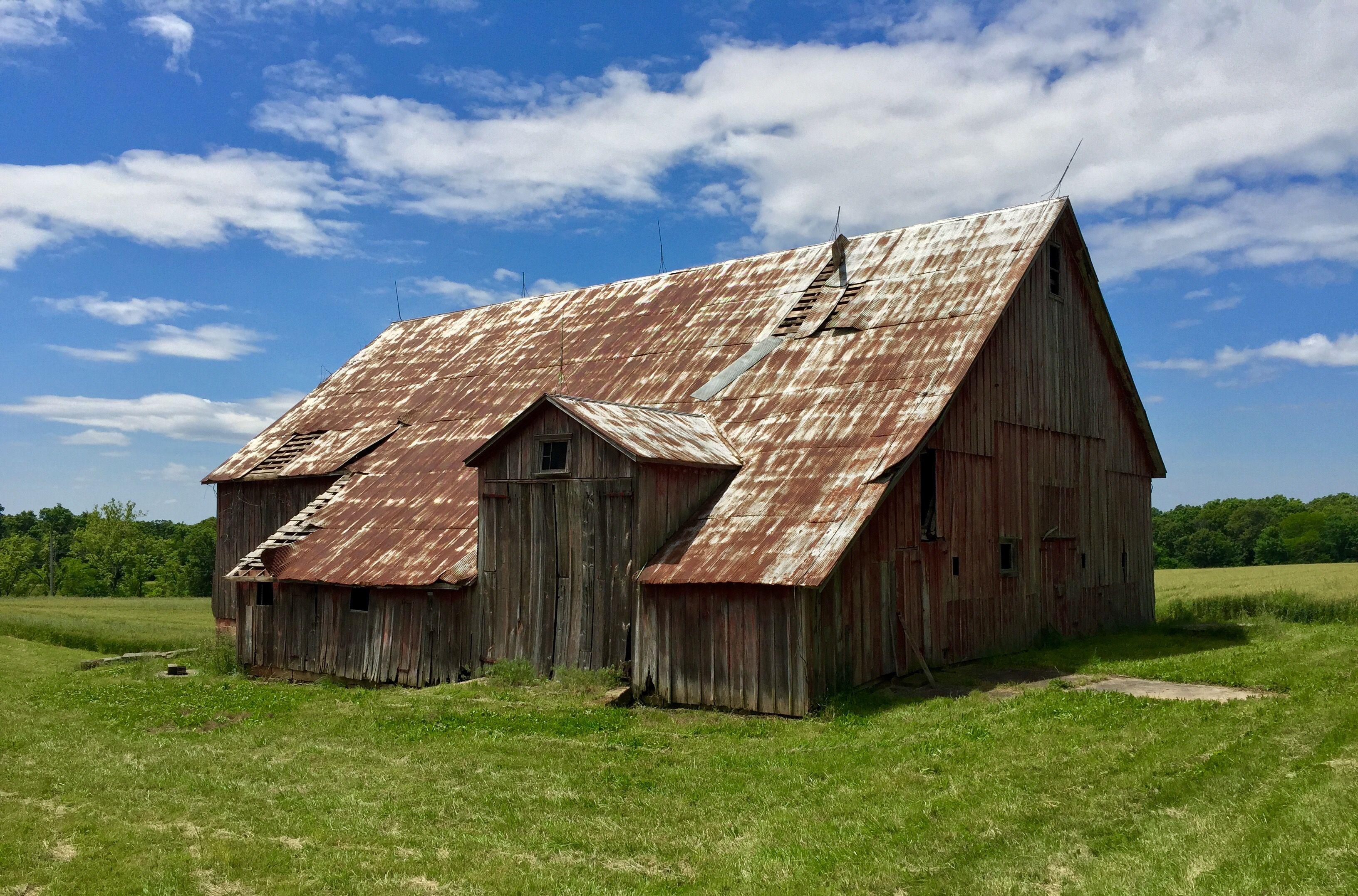 A rustic barn near Wine Hill. Photo courtesy of