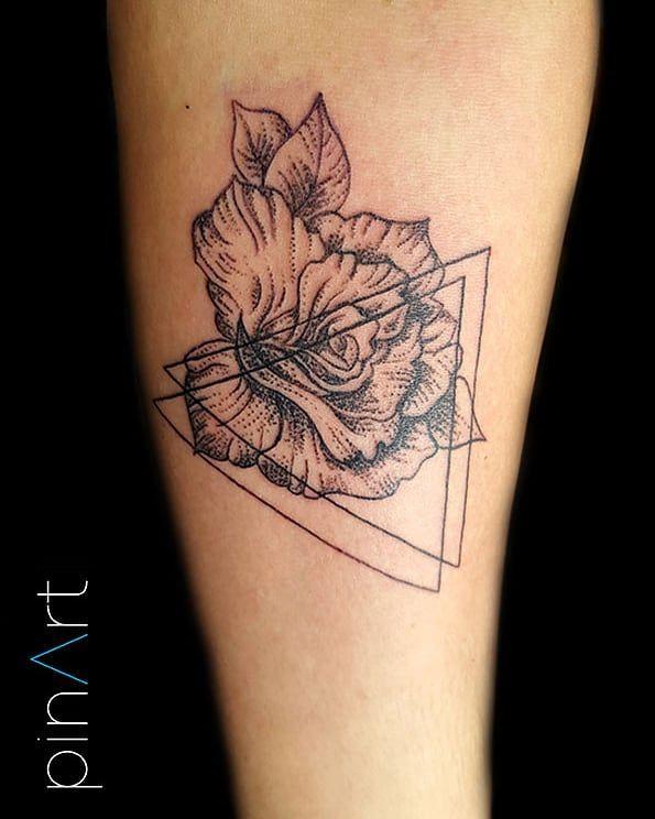 #tattoo #instatattoo #dailytattoo #instaink #instattoos #tattooartist #inkaddicted #budapesttattoo #tetoválás #budapest #hungariantattoo #hungariantattooartist #bodyart #flowertattoo #flower #hungrian #armtattoo #minimaltattoo #dot #dotwork #dotworktattoo #triangle #delta #deltatattoo #roses #rosetattoos #triangletattoo   Artist: @pinart_art