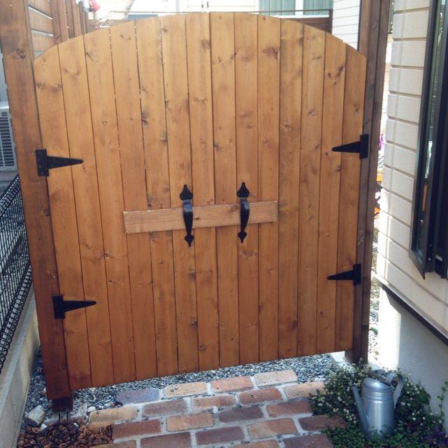 ないなら付けちゃう いろいろなところの扉をdiyして取り付けよう フェンス 扉 庭 玄関