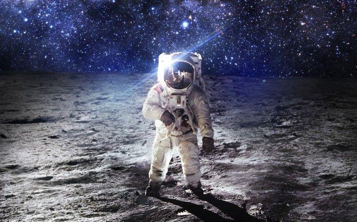 space astronaut hd wallpaper desktop background amazing space rh pinterest com