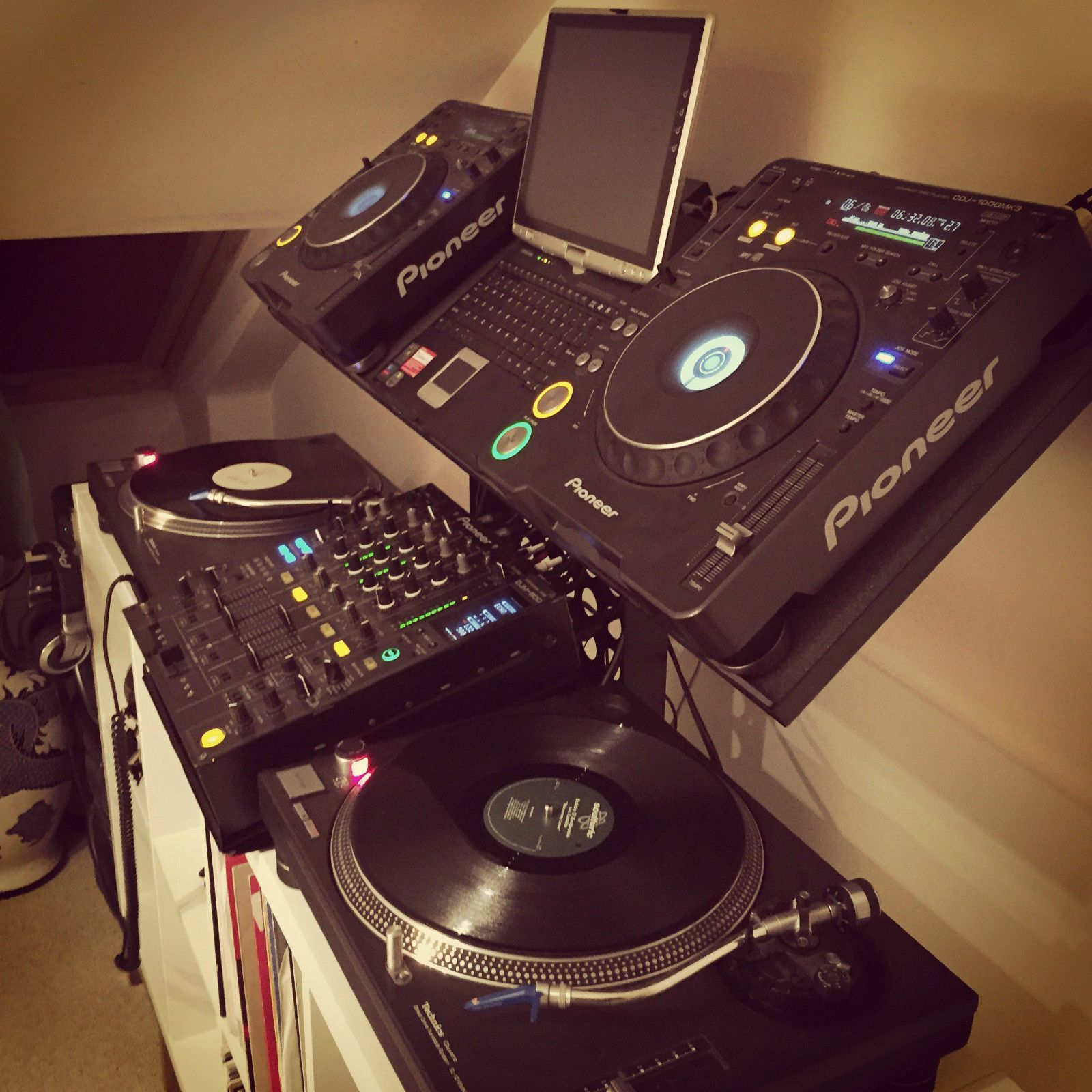 dj matrix stand cdj2000 djm pioneer etc this dj pioneer dj dj setup dj stand. Black Bedroom Furniture Sets. Home Design Ideas