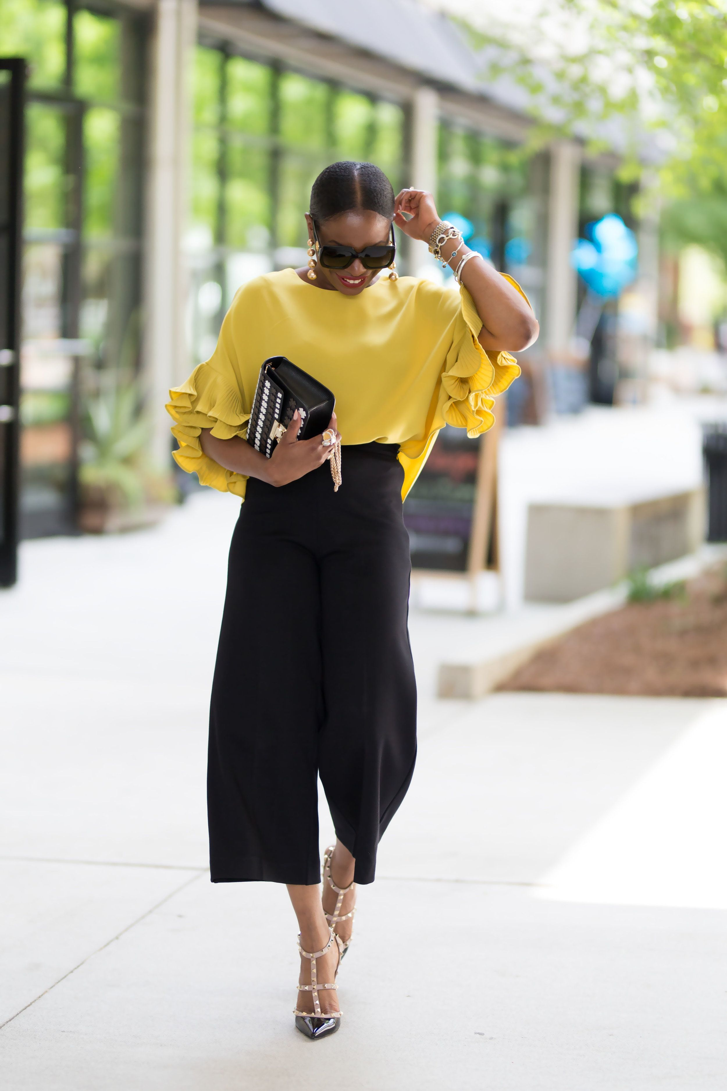 How to style a yellow top for summer