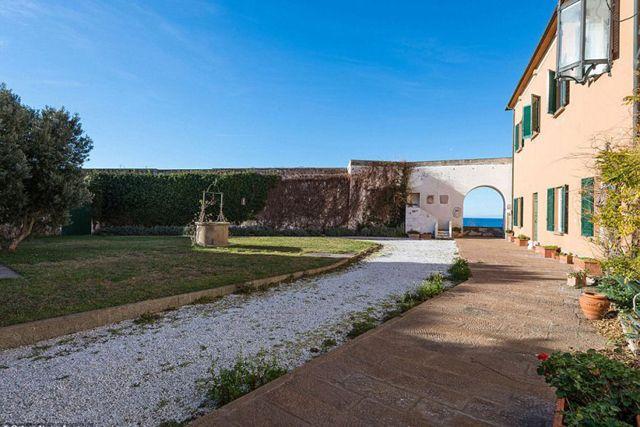 Purchase Leonardo da Vinci's Tuscan Villa