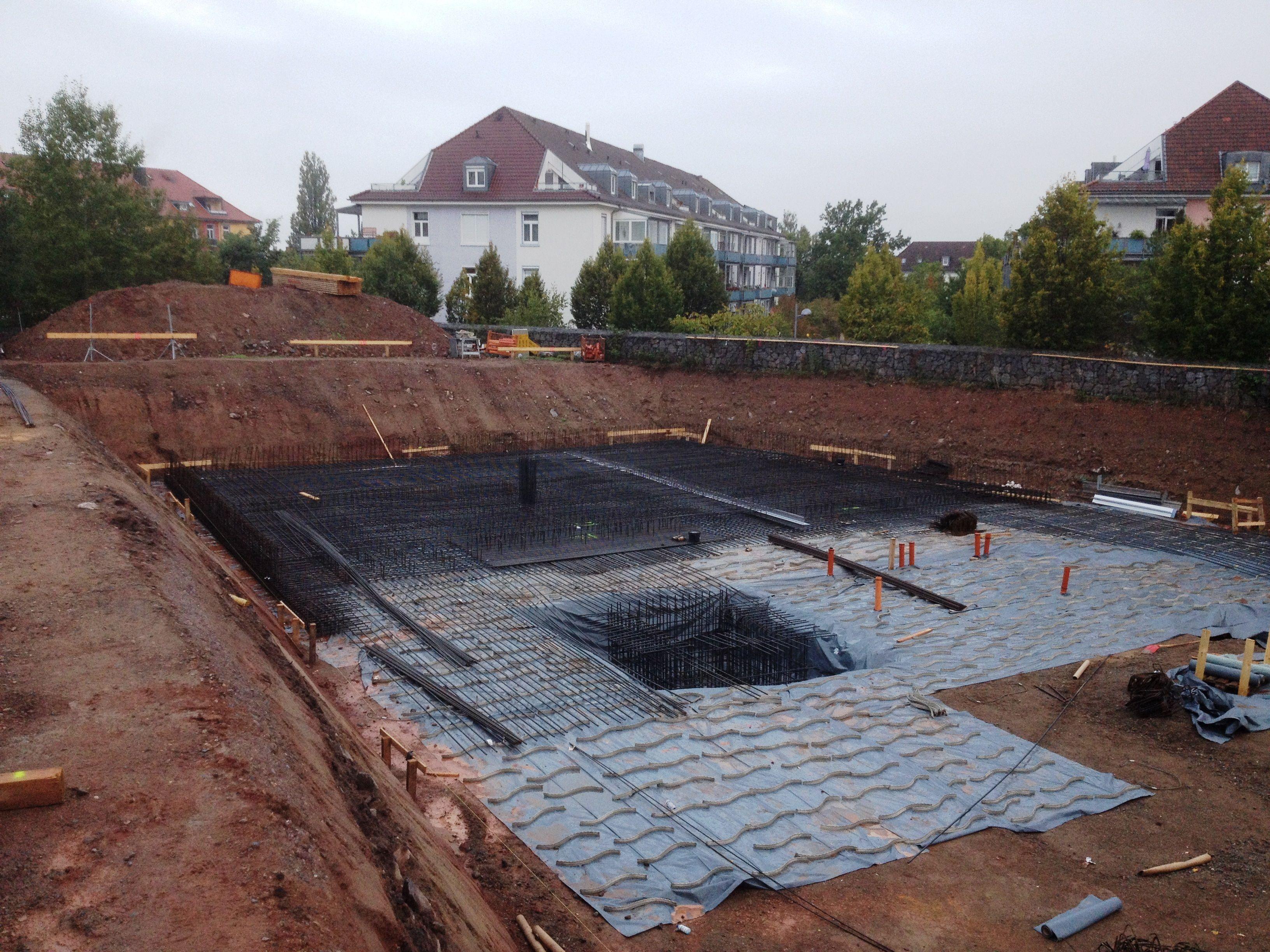 Bautenstand 23.09.2014 Die Bewehrung der Bodenplatte ist