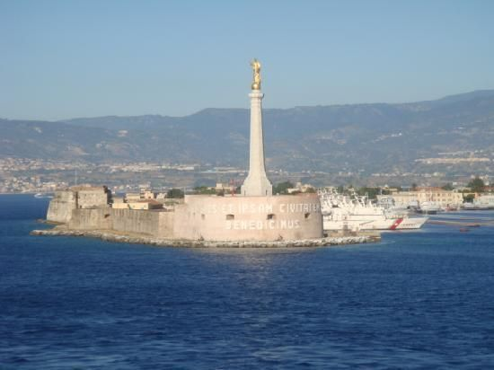 Madonna della Lettera sullo stretto di Messina