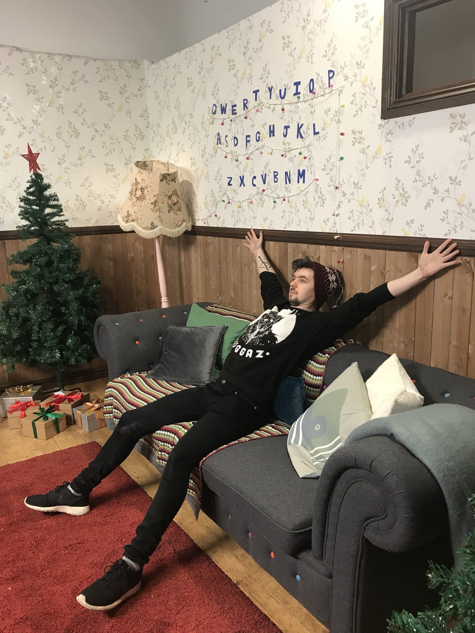 Jacksepticeye charity livestream for save the children kickthepj jacksepticeye charity livestream for save the children kickthepj emma blackery pixlpit robin kristyandbryce Choice Image