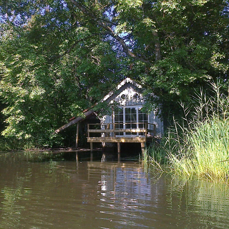 belgique cul des sarts la cabane sur l eau cabanes cabins pinterest les cabanes. Black Bedroom Furniture Sets. Home Design Ideas
