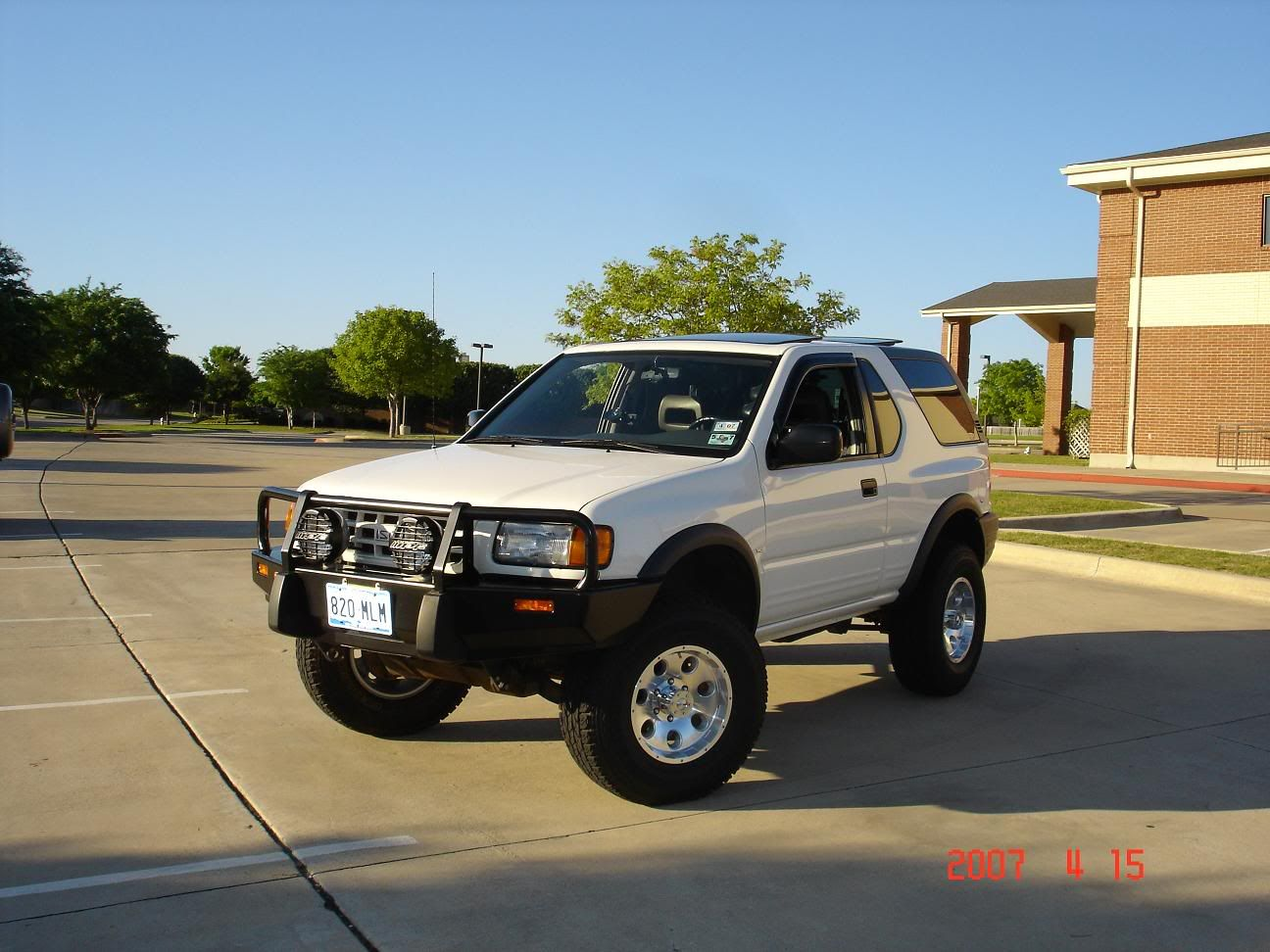 hight resolution of isuzu rodeo sport car picture in white