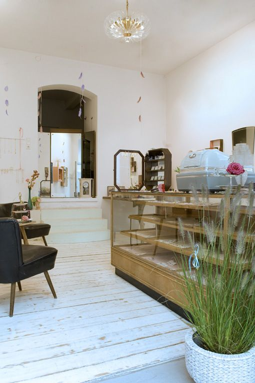 jewelberry m nchen orte vienna cafe shop interiors und boutique design. Black Bedroom Furniture Sets. Home Design Ideas