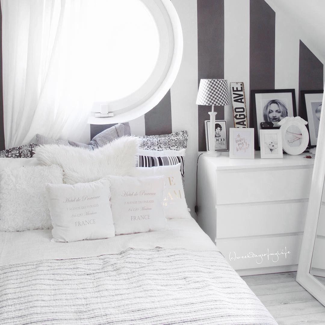 #attic #attico #atticbedroom #bedroom #bedroomideas #table  #brick #bricks #brickwall #white #nordichome #nordic #nordicinspiration #nordicstyle #mansarda #diningroomideas #kitchen #mansardakitchen #attickitchen #loft #loftkitchen #attic #atticinterior #potkrovlje #kitchen #whitedecor #wooddecor #wood #smallapartment #tinyhouses #tinykitchen #tinyhome #tinyattic #piccolamansarda #mansardabassa #smallspace #livingspaces #livingroom #livingroomideas #livingroomdecor