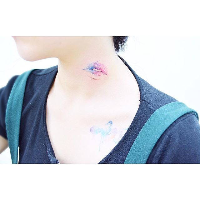 : watercolor lips 👄  .  .  #tattooistbanul #tattoo #tattooing #watercolortattoo #watercolor #tattoosupplybell #tattoomagazine #tattooartist #triangletattoo #tattooart #color-tattoo liptattoo #tattooinkspiration #타투이스트바늘 #타투 #수채화타투 #입술타투