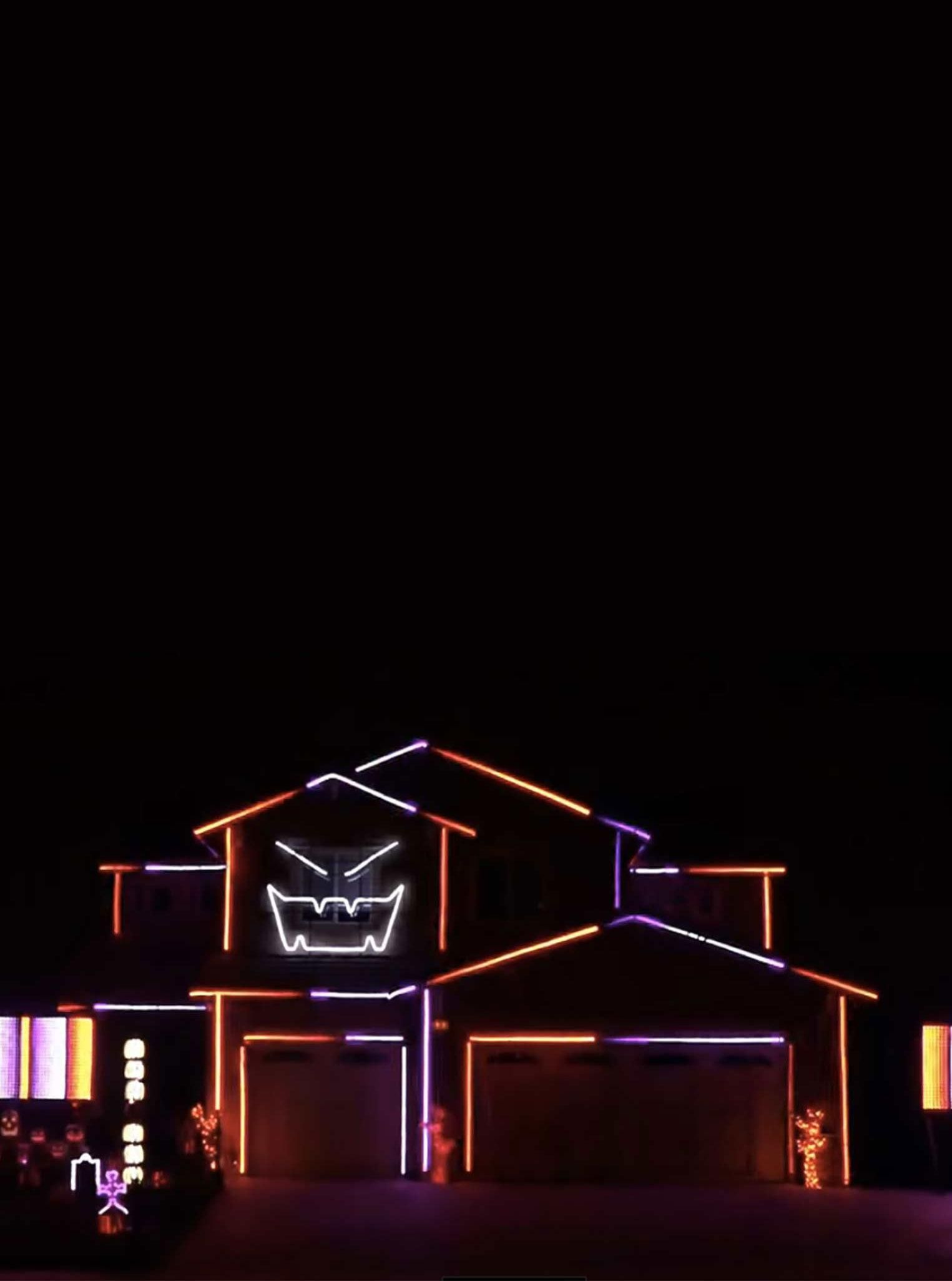 Creative Lighting Displays Decked Out Yet Another House In Riverside,  California For Its 7th Annual Ideas