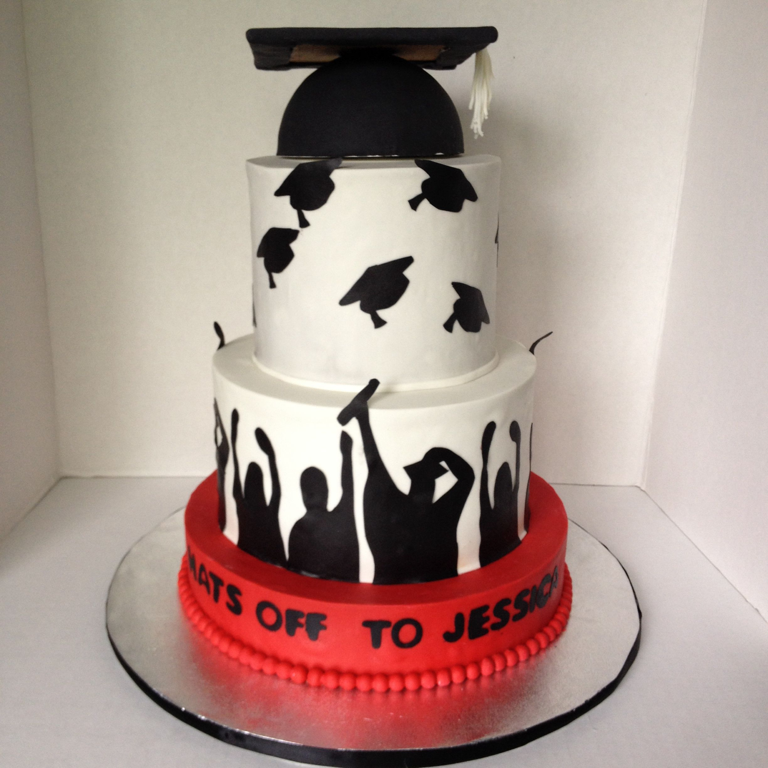 Graduation Cake In White Black And Red With Graduation Cap Graduation Party Cake Graduation Cakes Graduation Cake Designs