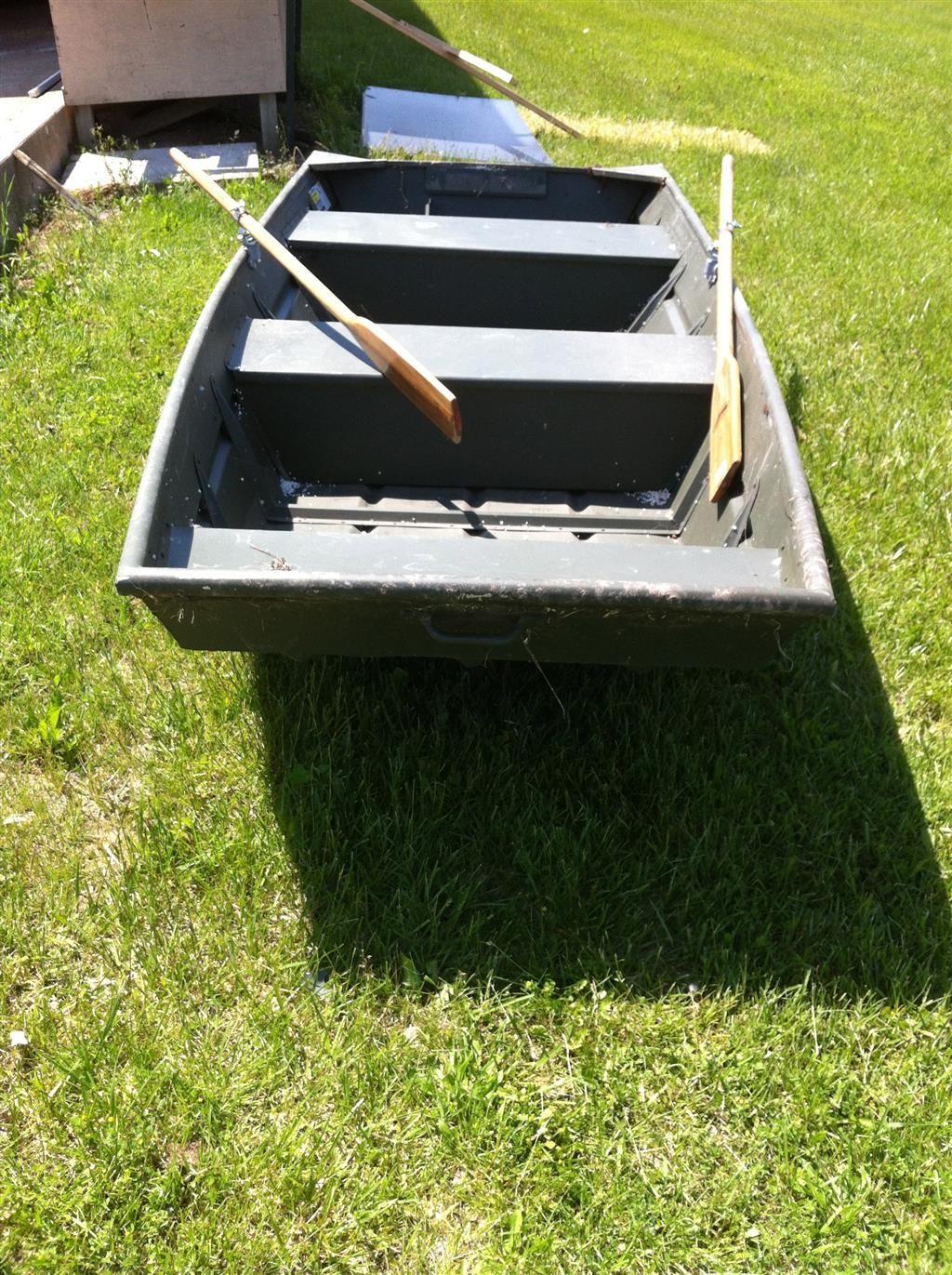 """Alumacraft 12 Foot Flat Bottom Jon Boat with Oars - 55"""" Beam"""