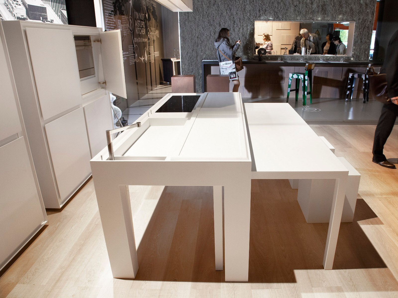 Cuisine avec lot sans poign es off kitchen by tm italia for Ilot central table escamotable