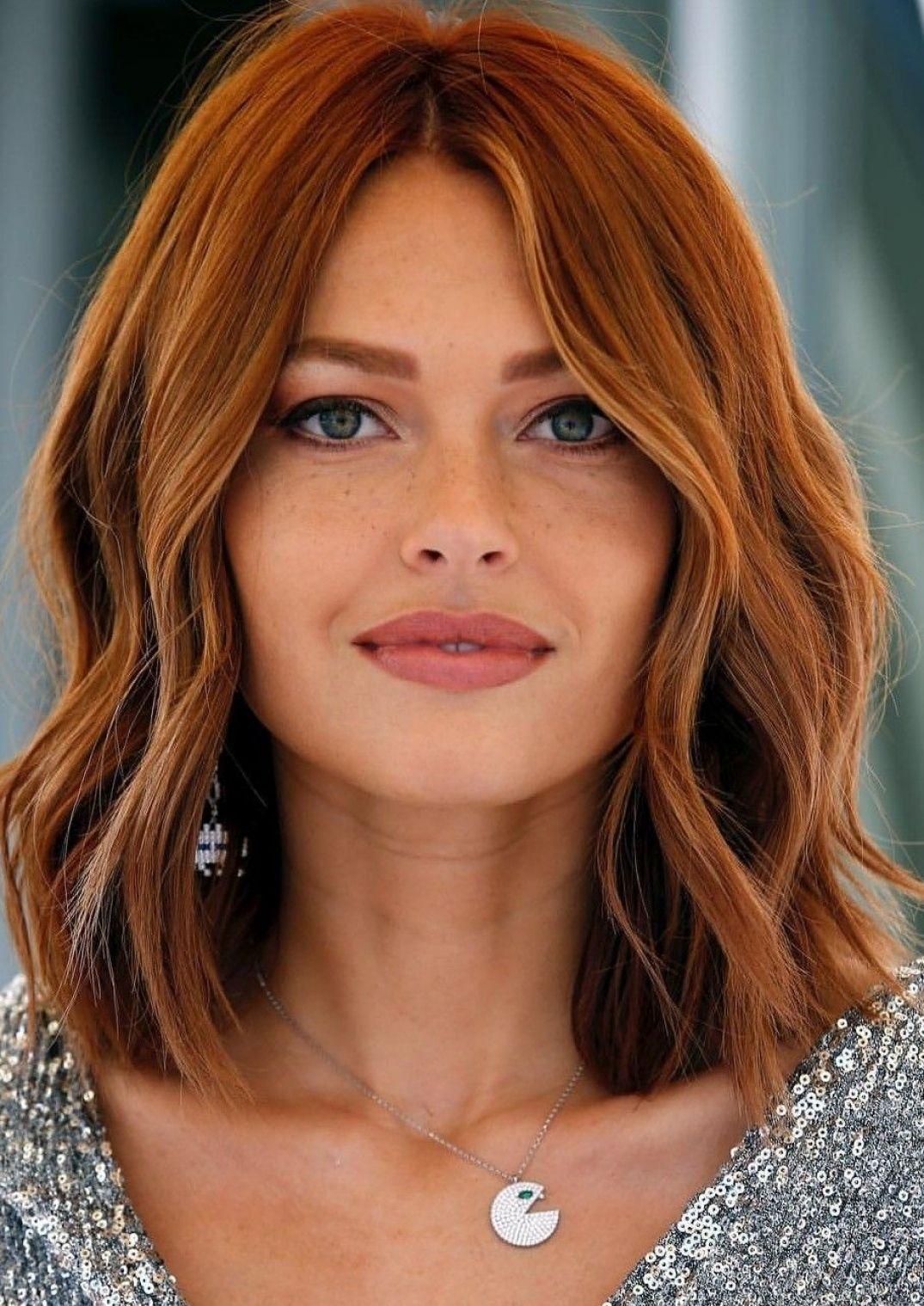 Rothaarige Lob Haarschnitt 09 01 2019 Mit Bildern Frisuren Dunkelrotes Haar Frisur Rote Haare