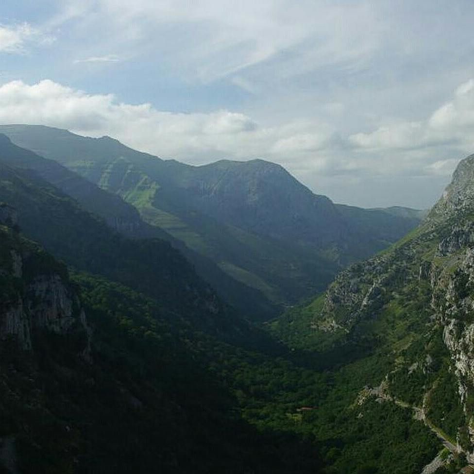 Collados del Asón Foto de @jan_cerro10. No olvidéis pasaros por su galería. #colladosdelason #cantabriasan #cantabriayturismo #Cantabria_y_turismo #cantabricamente #cantabriainfinita #igerscantabria #cantabria #turismo #estaes_cantabria #estaescantabria #cantabriapaísdelagua #cantabriagrafias #fotocantabria #thisiscantabria #follow #picoftheday #instapic #fotodeldia #paseúcos #paseucos #natura_cantabria #pasionporcantabria #cantábrico #ig_cantabria #cantabriamola Esta imagen tiene copyright