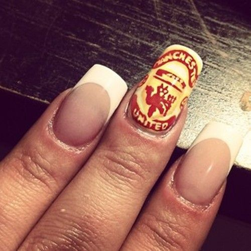 Soccer nail art on just one nail with Manchester United Club pattern - Soccer Nail Art On Just One Nail With Manchester United Club Pattern