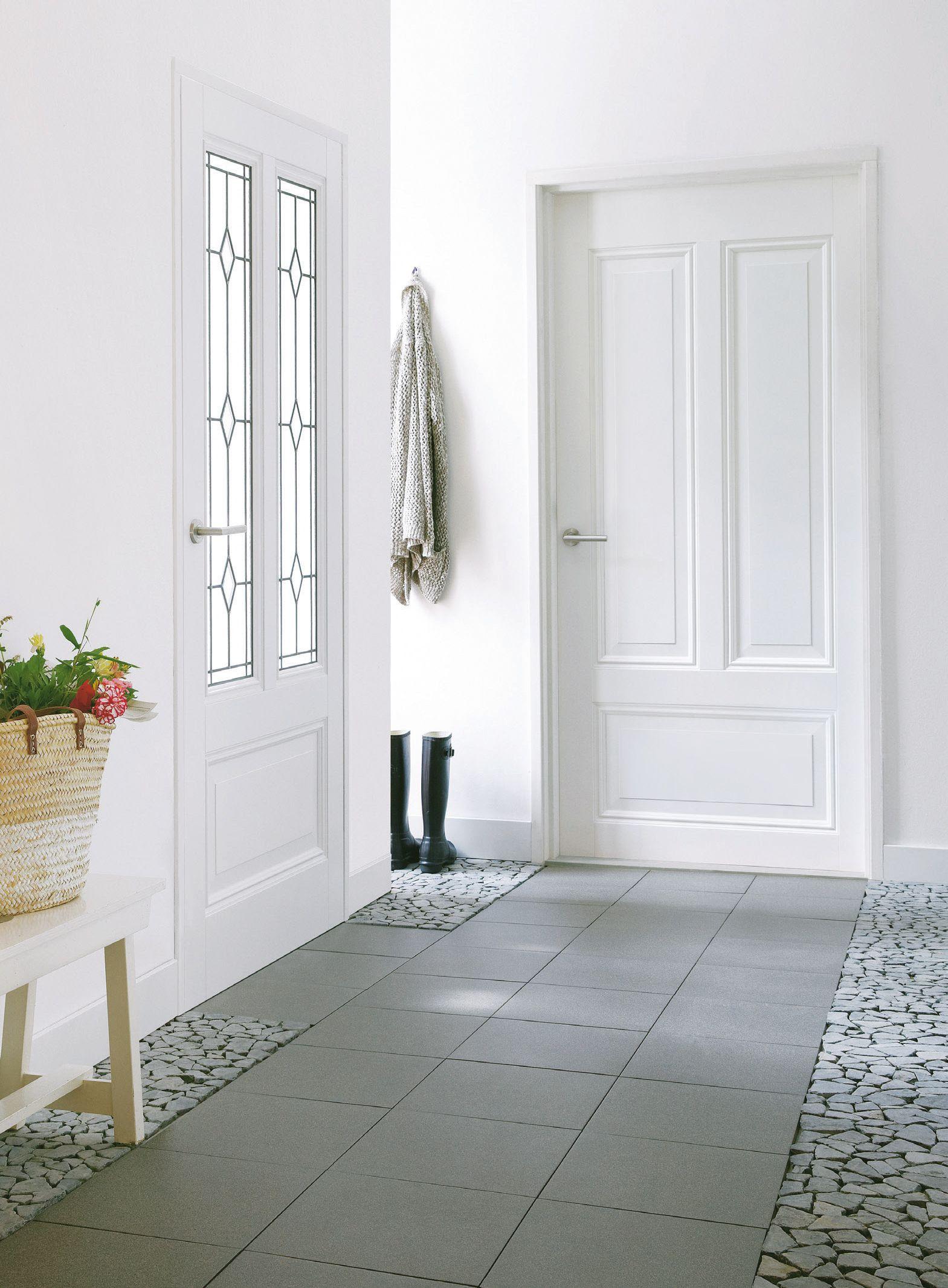 praxis witte wanden geven een ruimtelijk gevoel vloer
