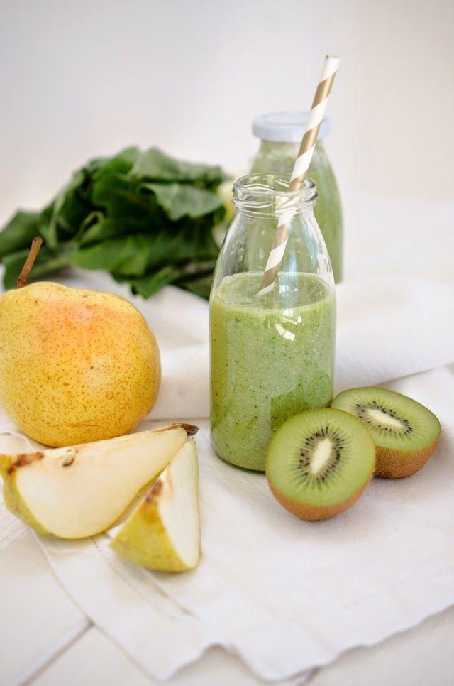 La petite Olga: Recipe: Green Smoothie Zutaten:  1 Birne 1 Kiwi 1 Banane Handvoll Mangold Blätter Handvoll Buchweizenflocken (aber man kann auch andere Flocken verwenden) Reismilch (ca. 200 ml)