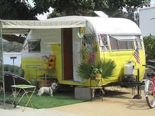 Vintage caravan, so damn cute !