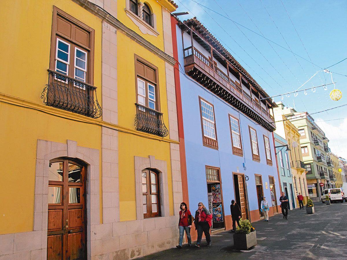 La Lagunassa unohtaa olevansa turistisaarella. Viehkoon kaupunkiin pääsee kätevästi raitiovaunulla Teneriffan pääkaupungista, Santa Cruz de Tenerifestä.