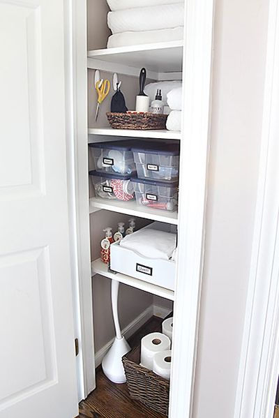 Clean and organized - love it!!! Linen Closet Organization / 7th House on the Left