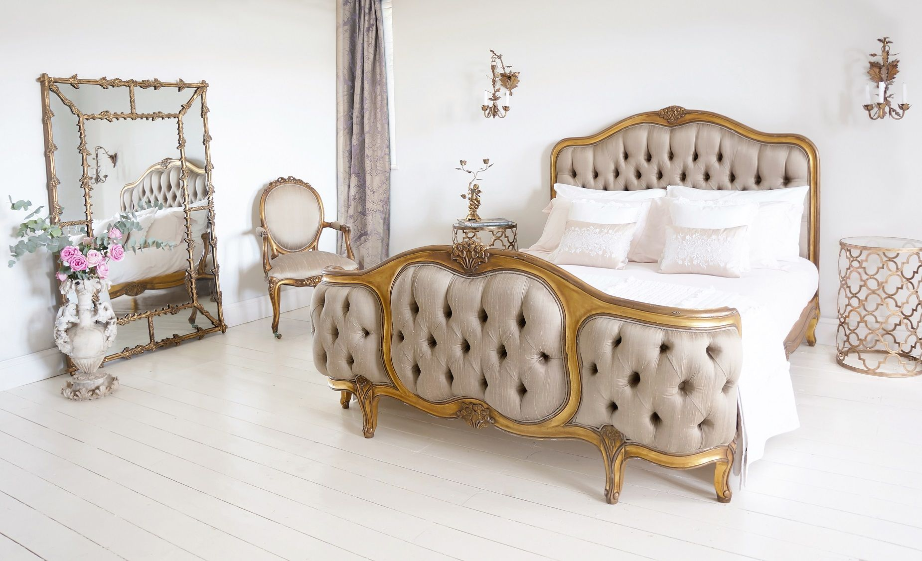 Palais de Versailles Curved Luxury Upholstered Bed